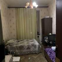 Сдаю комнату 18 кв м в 3 комнатной квартире метро Василеостр, в Санкт-Петербурге