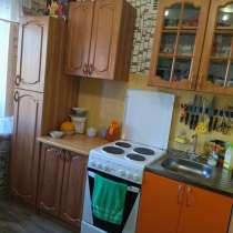 Продам кухонный гарнитур(4000) и Эл. плиту(4000), в Качканаре