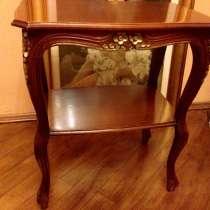 Антикварный столик Италия. Гнутые ножки. Роспись золотом, в г.Львов