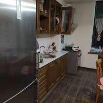 Продается 3 комнатная квартира с паркингом , в г.Бишкек