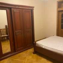 В центре города Баку 2-х комнатная квартира, в г.Баку