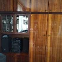 Плательный шкаф и сервант, в Омске