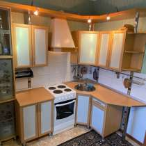 Кухонный гарнитур + вытяжка, в Нижневартовске