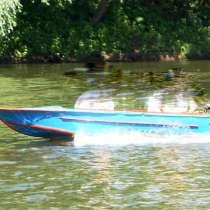 Моторная лодка Вега с лодочным мотором Ветерок 8, в г.Лисичанск