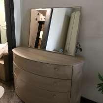 Продаю комод + зеркало, в Якутске