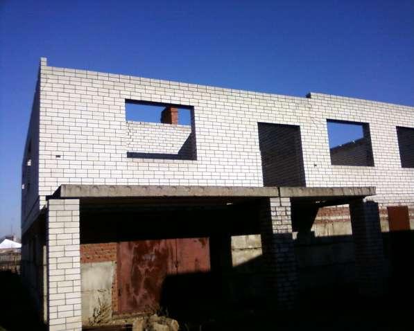 Продаю недостроенный дом в двух уровнях в Краснодаре