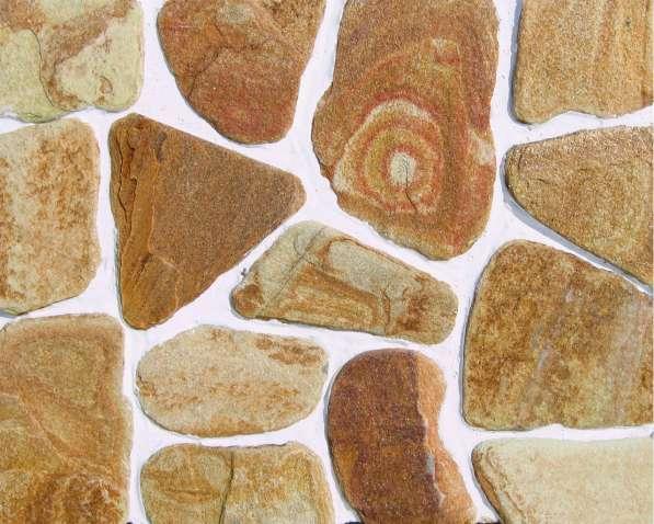 Натуральный камень златолит галтованный