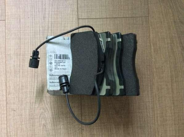 Колодки тормозные передние 4D0698151L VAG