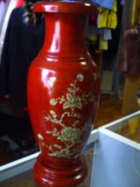 Китайская ваза из красного дерева