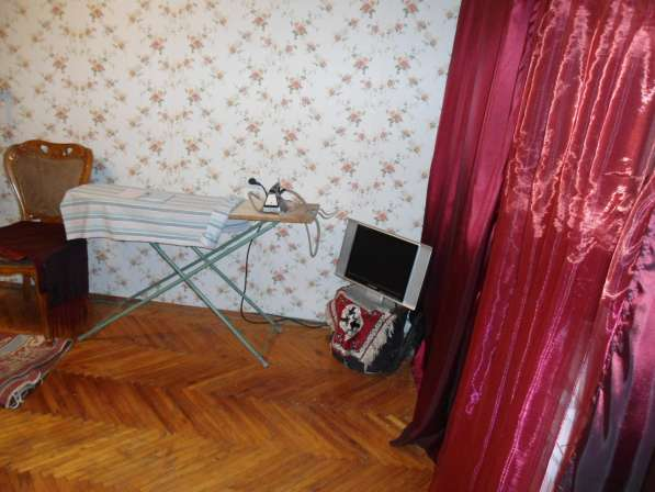 Сдается дешевая однокомнатная квартир со старым ремонтом