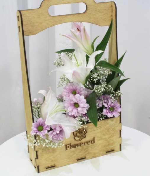 Цветы в деревянных ящиках в Уфе