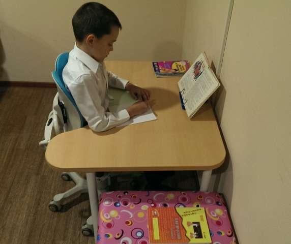 Письменный ортопедический стол для ребенка РК-900