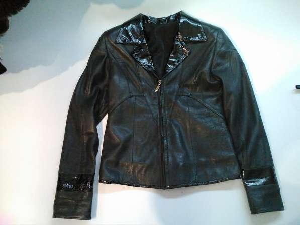 Короткая кожаная женская куртка, б/у, в хорошем состоянии