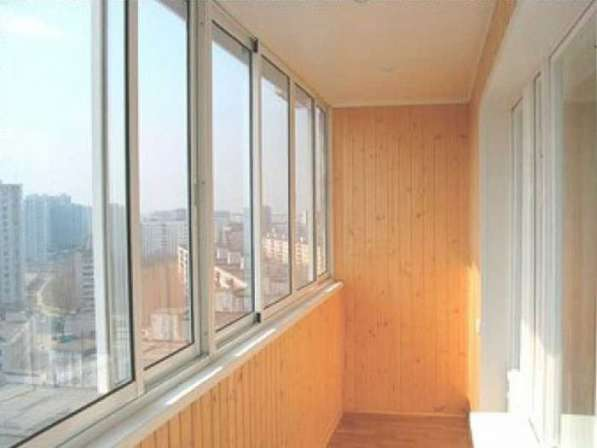 Остекление и утепление балкона в Иркутске