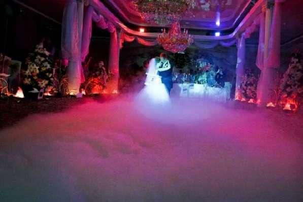 Тяжёлый дым, снег, конфетти, холодные фонтаны