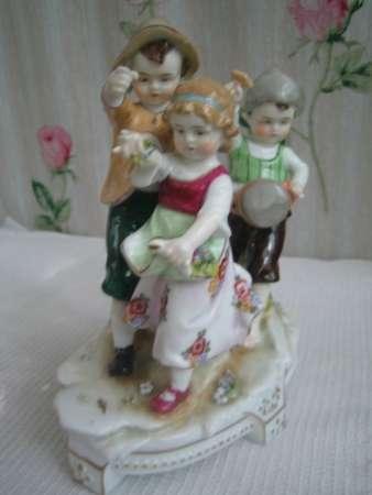 .Фарфоровую Композицию-Дети-,Людвисбург,Германия, 1920-е годы