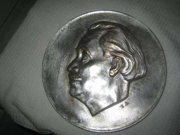 Барельеф Георгия Димитрова,1950-е годы,автор П.Д.,литьё-бронза посеребрение