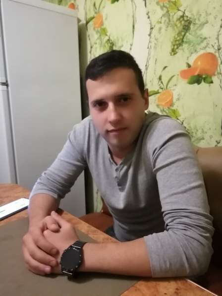 Антон, 28 лет, хочет пообщаться