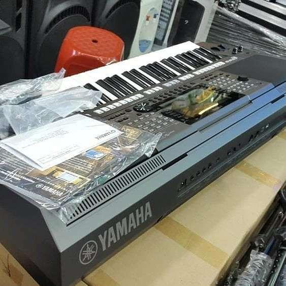 Yamahas PSR-SX900 61-Key Arranger Workstation Keyboard