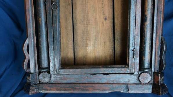 Старинный резной киот, украшенный колоннами. Русский Север в Санкт-Петербурге фото 5