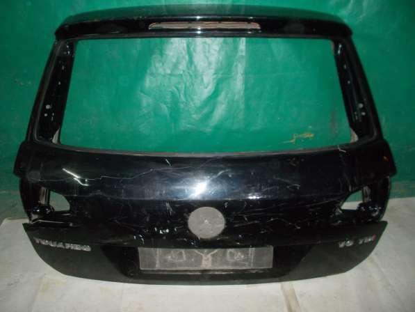 Крышка багажника на Volkswagen Touareg черная