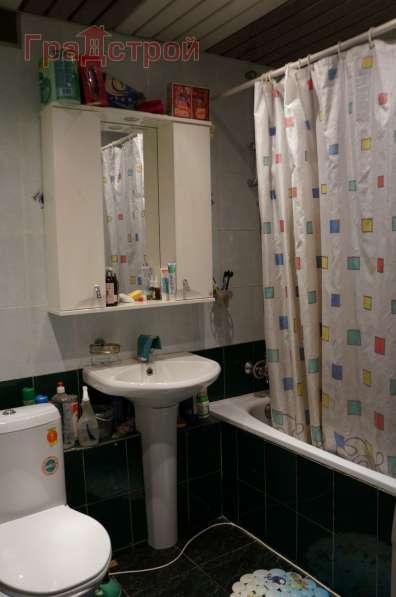 Продам трехкомнатную квартиру в Вологда.Жилая площадь 63 кв.м.Дом панельный.Есть Балкон.