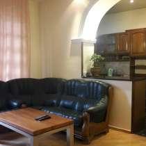 Тбилиси-посуточно 4 комнатная квартирa пр. Руставели, в г.Тбилиси