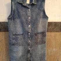 Продам джинсовую Жилетку, в Красноярске