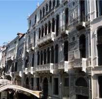Великолепный старинный Замок на воде, в г.Венеция