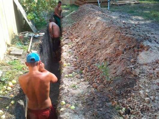 Земляные работы копка траншеи ямы колодца