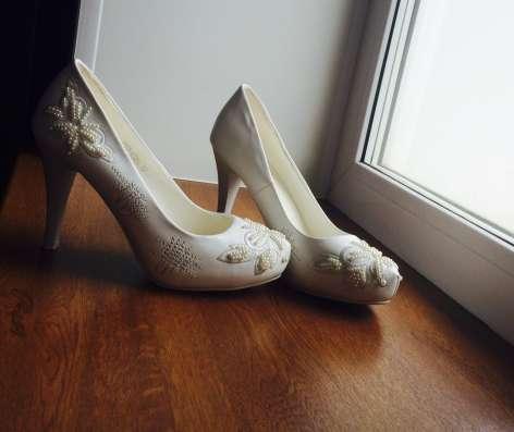 Продам свадебные туфли 37 размер в г. Васлуй Фото 1