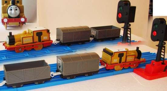 Паровозик СТЕФИ на батрейке, с двумя вагонами