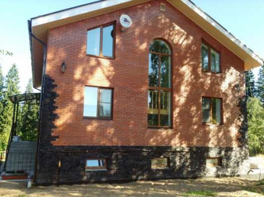 Трёхэтажный коттедж в посёлке Беседа