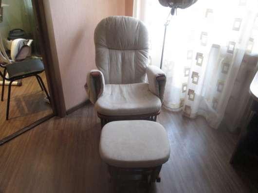 Продам кресло качалку с табуреточкой для ног в Щелково Фото 3