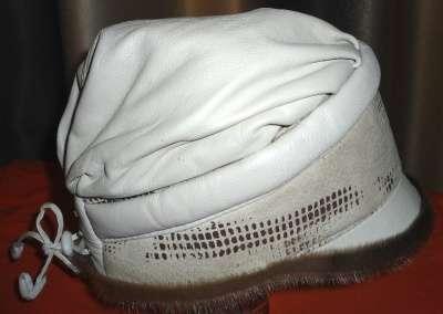 Утепленная кепка из натуральной кожи