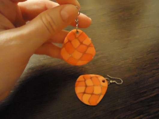 Оранжевые серьги и брошь из ракушки