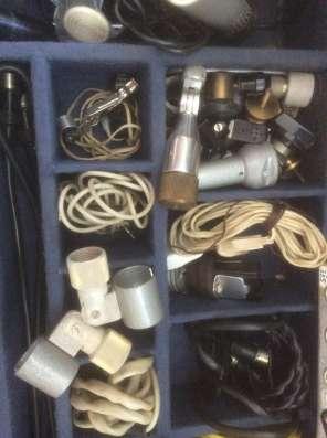 Чемодан с винтажным оборудованием для звукозаписи 1960-1990