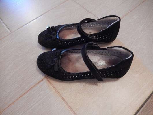 Туфли детские, чёрные, кожа. Ремешок на липучке. Размер 35