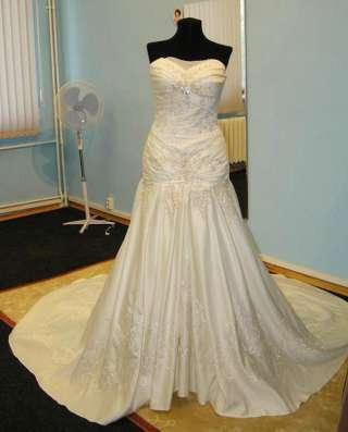 Авторское свадебное платье ручной работы со шлейфом