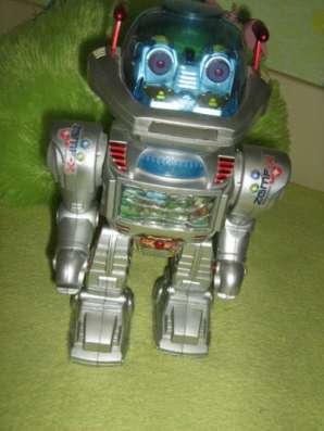 Продается  робот без пульта управления