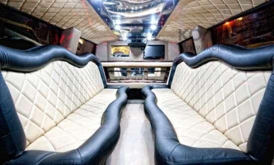 Лимузин Hummer H2 на выписку из роддома. Астана.