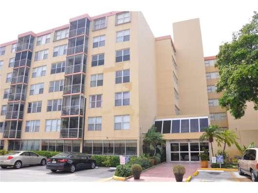 Современная квартира в Норт-Майами-Бич