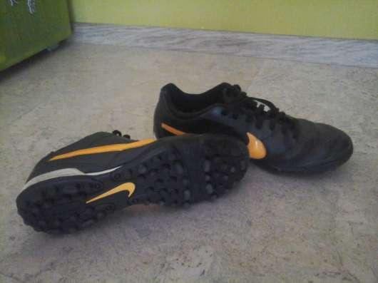 Продажа футбольной обуви