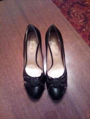 Туфли черные с розочкой