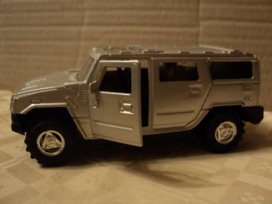 Масштабная модель автомобиля Хаммер 2