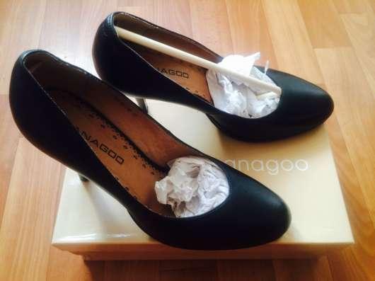 Туфли чёрного цвета, босоножки золотого цвета в Сыктывкаре Фото 1