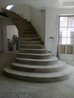 Лестницы монолитные и деревянные