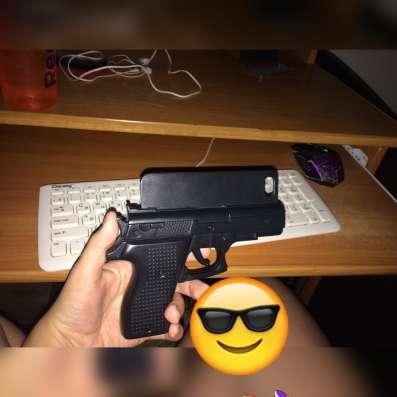 Чехол черный пистолет