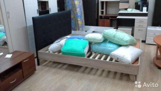 Кровать с под. механизмом и кожан. изголовьем