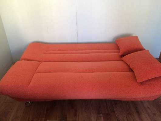 Продам два дивана и кресло